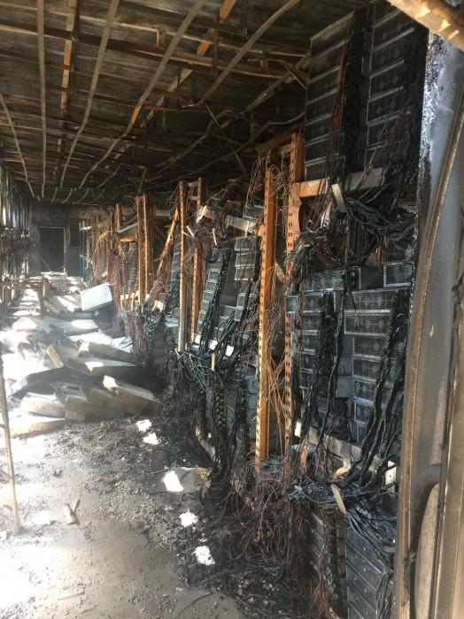 Tak wyglądała serwerownia po pożarze. Źródło: Bitcoin Talk