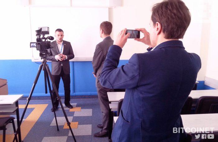 od lewej: Filip Pawczyński (Polskie Stowarzyszenie Bitcoin), inż. Rafał Prabucki (bitcoinet.pl, UO), Dominik Homa (Akademia Bitcoin)